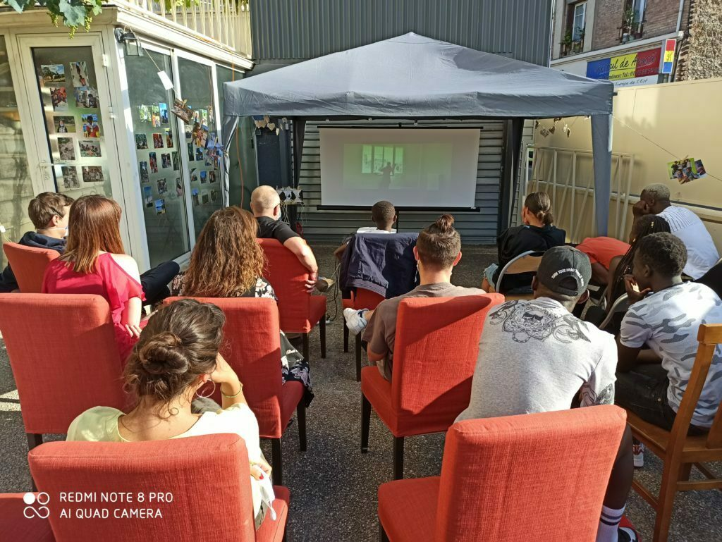 Activité Cinéma au foyer Les Nouveaux Cèdres